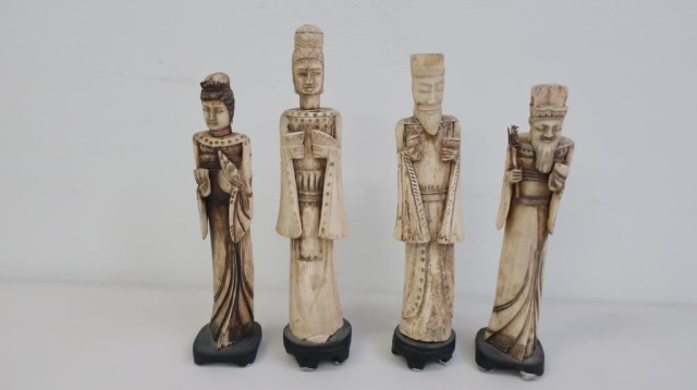 Two Pairs Chinese Carved Bone Figures Of Officials Lugosi Auctioneers Valuers Find Lots Online